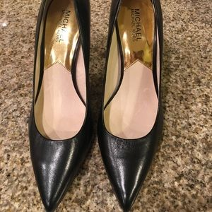 MICHAEL Michael Kors Shoes - Michael Kors black leather pumps